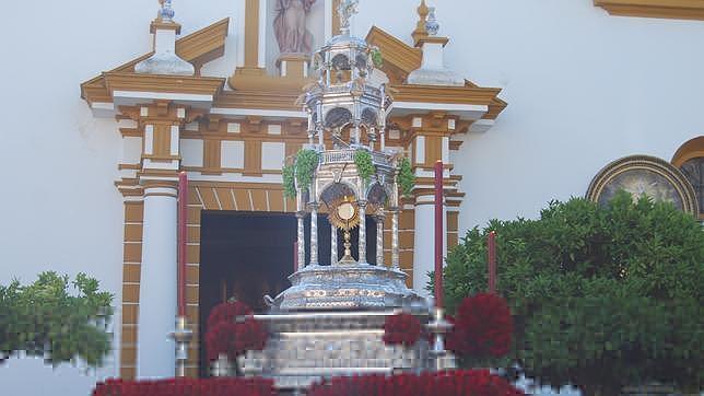 Las parroquias del Amparo y del Ave María rinde culto al Santísimo