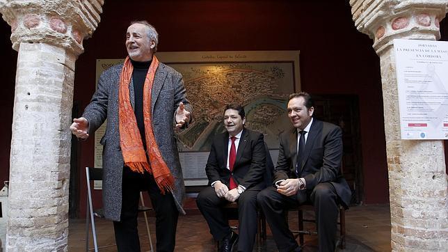 Sebastián de la Obra, Manuel Barea y Bartos Cañete, ayer, en la Casa de Sefarad