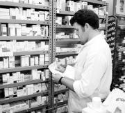 Los farmaceúticos tienen a veces serios problemas para descifrar las recetas. ARCHIVO