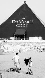 REUTERS  «El Código Da Vinci» se  promociona, a pie de playa, en Cannes