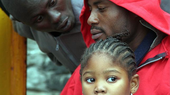 Llegan a Tarifa 40 subsaharianos en patera, seis de ellos niños