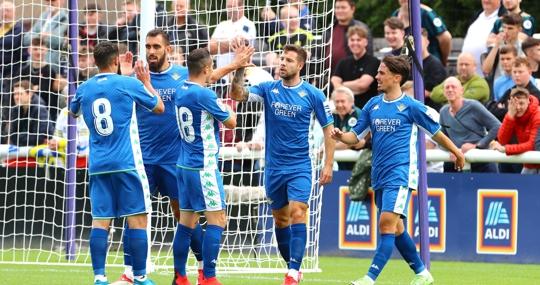 Los jugadores del Betis celebran el gol de Aitor Ruibal en el Leeds - Betis