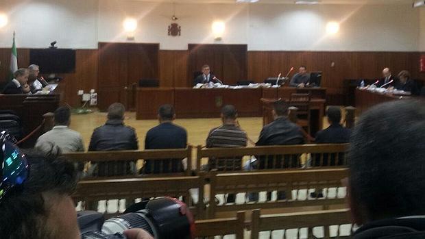 Banquillo de los acusados, entre ellos el exjefe de la Policía Local de Puente Genil