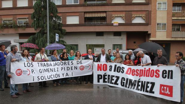 Protesta en 2014 de trabajadores de Pérez Giménez ante el Juzgado de lo Mercantil