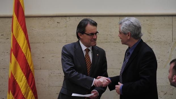 Eduardo Reyes saluda al expresidente de la Generalitat, Artur Mas