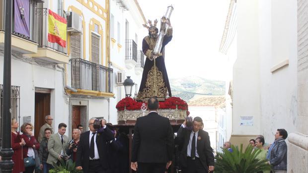 Paso de Jesús Nazareno por la calle Doctora de la localidad cordobesa