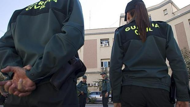 Varios agentes de la Guardia Civil