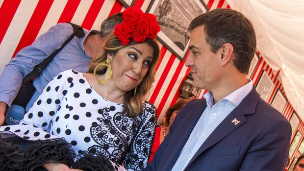 Susana Díaz y Pedro Sánchez durante su encuentro la semana pasada en la Feria de Sevilla