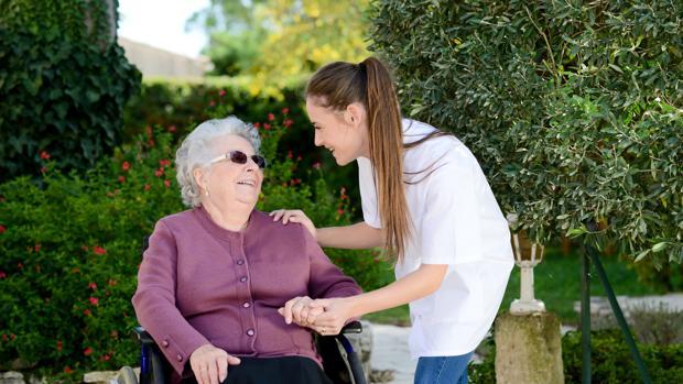 La Diputación malagueña se ha propuesto paliar el problema de los ancianos que viven solos