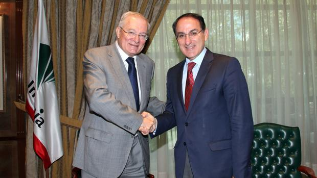 Manuel Azuaga, presidente de Unicaja, y Javier González de Lara, de Garántia