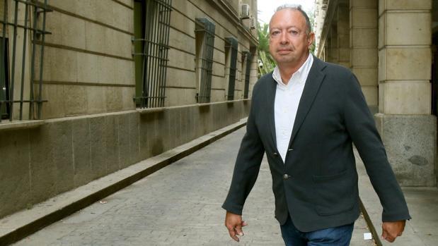 El ex director general de Trabajo de la Junta de Andalucía Daniel Alberto Rivera a su llegada a la Audiencia