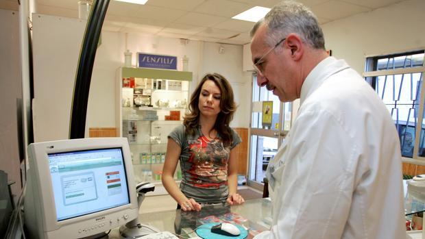 Imagen de paciente comprando medicamentos