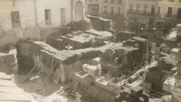 Excavaciones en el Templo Romano de Córdoba en los años 50