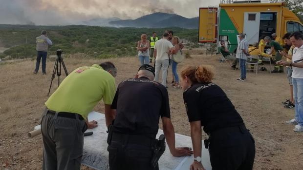 El incendio de Moguer ha obligado a desalojar 20 viviendas
