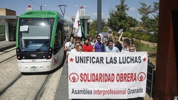 Los trabajadores del metro de Granada reclaman la firma de un convenio laboral