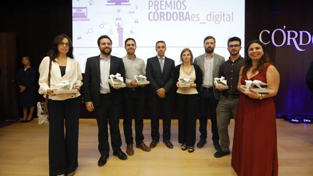 Foto de familia de los ganadores de los premios CÓRDOBAes_digital