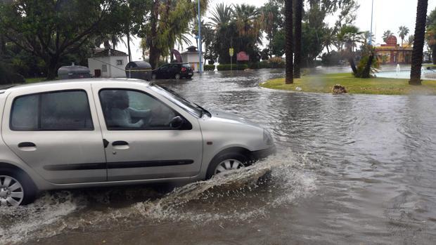 Las fuertes lluvias podrían haber provocado la muerte de un hombre en Marbella