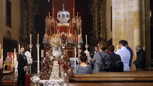 Nuestra Señora Reina de los Mártires de Córdoba en su besamanos en la Basílica Menor de San Pedro