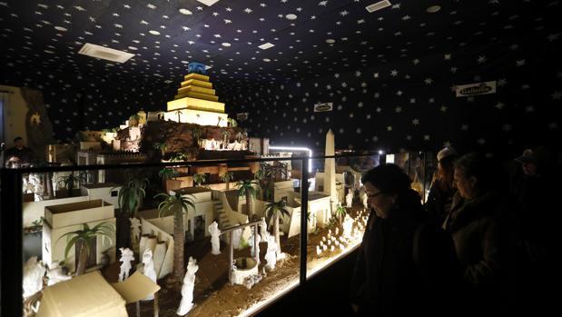 Belén de chocolate de Galleros Artesanos en Rute, dedicado a los grandes imperios de la antigüedad