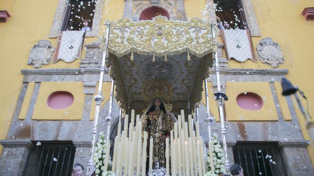 Salida de la Virgen del Carmen de San Cayetano desde su templo el 16 de julio del año 2016
