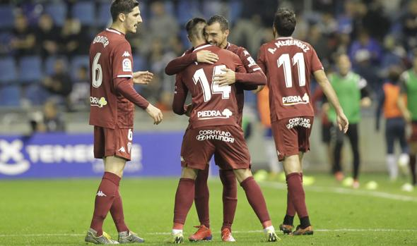 Varios jugadores del Córdoba celebrando un gol en Tenerife