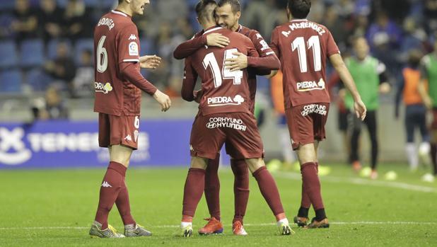 Bodiger habla con el banquillo tras el segunfo gol en Tenerife