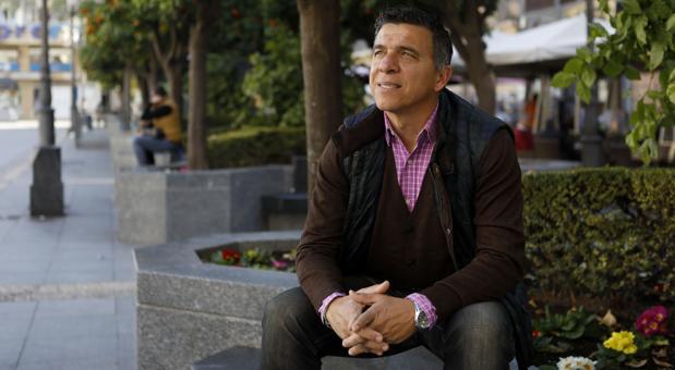 Antonio Valentín posa en la plaza de Las Tendillas
