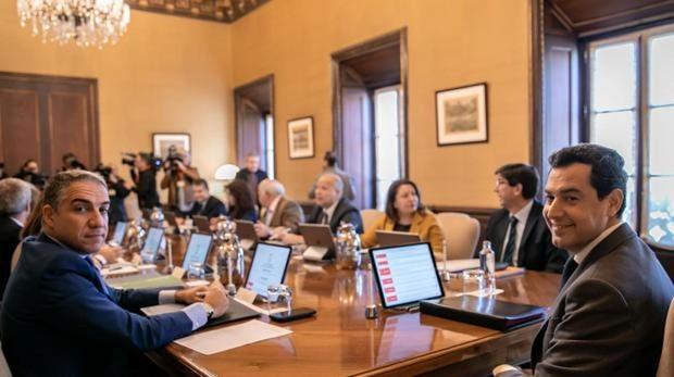 Juanma Moreno durante un Consejo de Gobierno