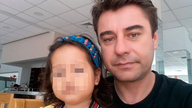 Rubén García Quintero con su hija