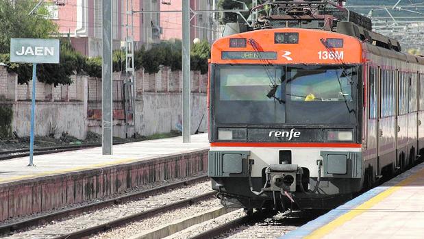 Tren en la estación de Jaén, en una foto de archivo