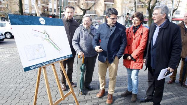 Pedro García, presidente de la Gerencia de Urbanismo de Córdoba, en la presentación de las obras de la avenida de Trassierra, que sigue sin licitar