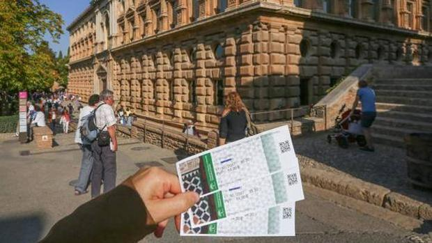Las entradas de la Alhambra han puesto en pie de guerra al sector turístico.