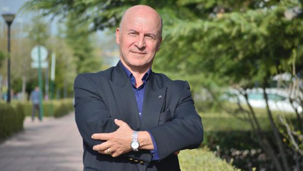Julio Vao, expresidente de Vox en Granada, liderará una escisión del partido.