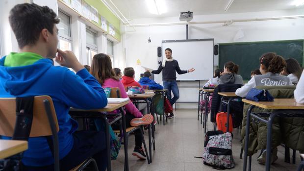 Un profesor dando clase