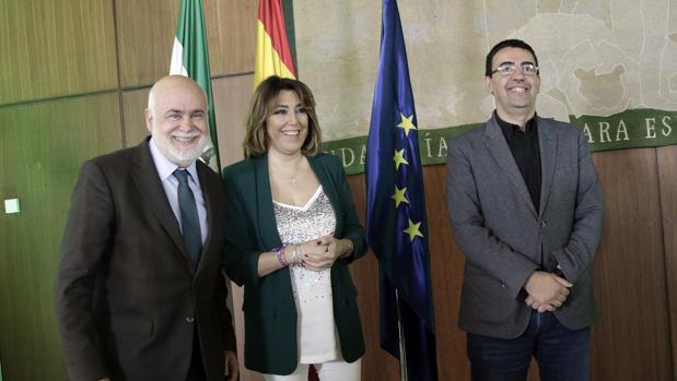 Gregorio Cámara, Susana Díaz y Mario Jiménez ayer en el Parlamento