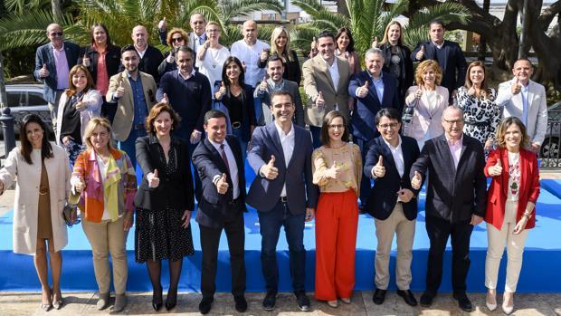 Los candidatos del PP a las próximas elecciones municpales en el Ayuntamiento de Almería.