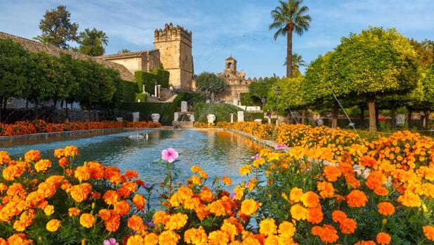 El Alcázar de los Reyes Cristianos en Córdoba se realza con sus parterres de flores