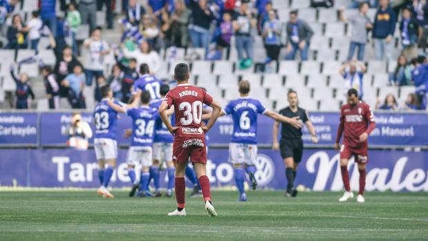 Los jugadores del Oviedo celebran el primer gol ante el Córdoba el domingo en el Tartiere