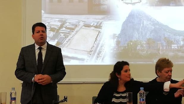 Fabian Picardo, durante la conferencia que ha ofrecido en un instituto de La Línea de la Concepción