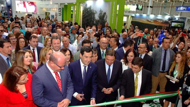El presidente de la Junta, Juanma Moreno, ha inaugurado Expoliva