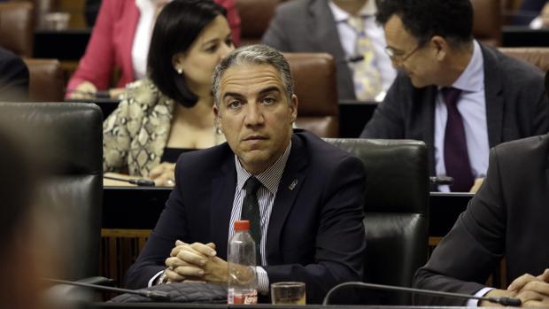 Elías Bendodo, en un pleno del Parlamento andaluz