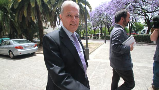 El exconsejero Ángel Ojeda, tras declarar en los juzgados en mayo de 2016