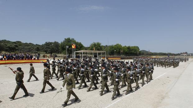 Desfile militar en Cerro Muriano