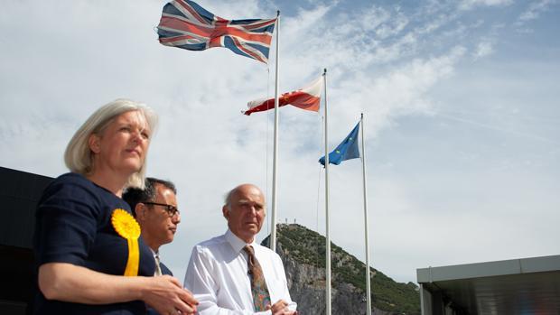 Voaden, García y Cable, en la visita que giraron a la Aduana de Gibraltar