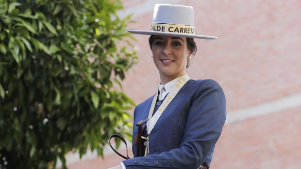 Rocío Jarabo Sosa, alcaldesa de carretas de la hermandad del Rocío de Córdoba en la salida de la hermandad