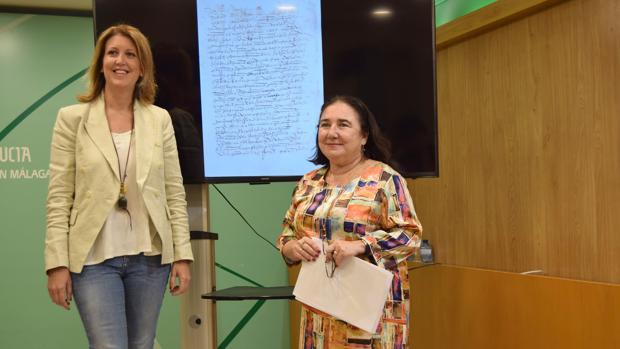 La delegada de Cultura, Carmen Casero, junto a la directora del Archivo, Esther Cruces