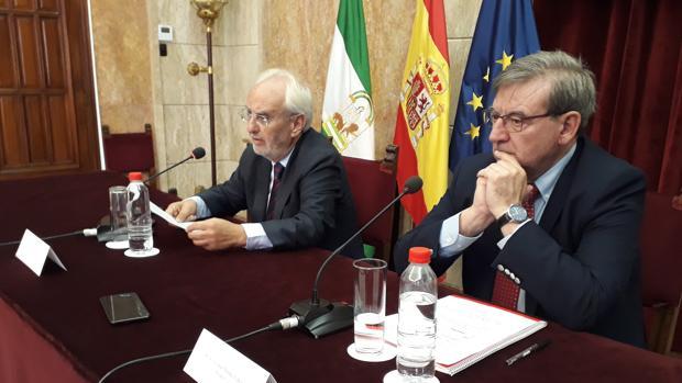 Manuel de la Fuente y Fernando Martínez durante el anuncio de las nuevas medidas de Renfe en Almería.