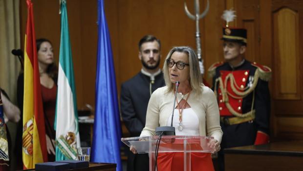 Isabel Albás, durante su intervención ante el Pleno del Ayuntamiento de Córdoba