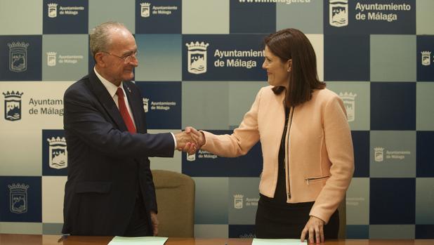 Francisco de la Torre (PP) y Noelia Losada (Cs) tras rubricar su pacto de gobierno