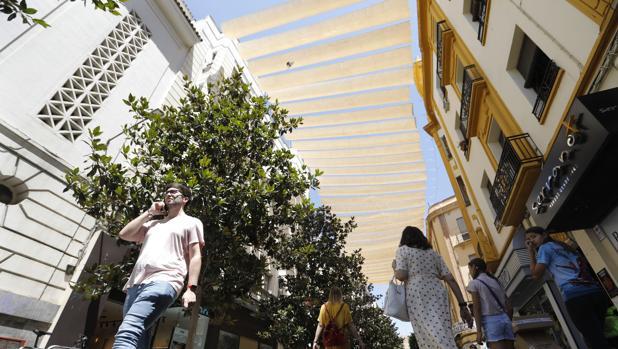 Entoldado de sombra en las calles del Centro de Córdoba